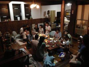 お友達を誘って夕食を食べることもしばしば。