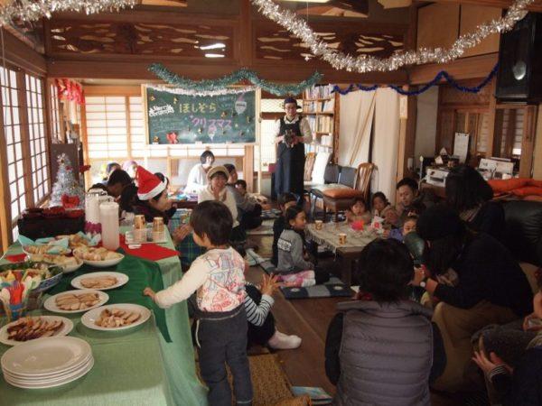 昨年のクリスマス会の様子。子どもたちがいっぱい!